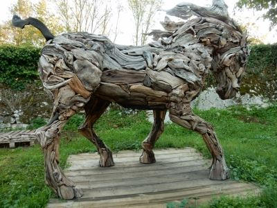 Power and Movement sum-up this life-size sculpture of a horse made of driftwood (unique piece)