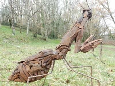 A Praying Mantis on the look for its next prey, large format sculpture in drift wood and copper (unique piece)